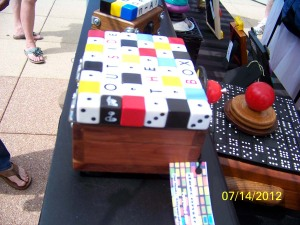 Box lid with dice